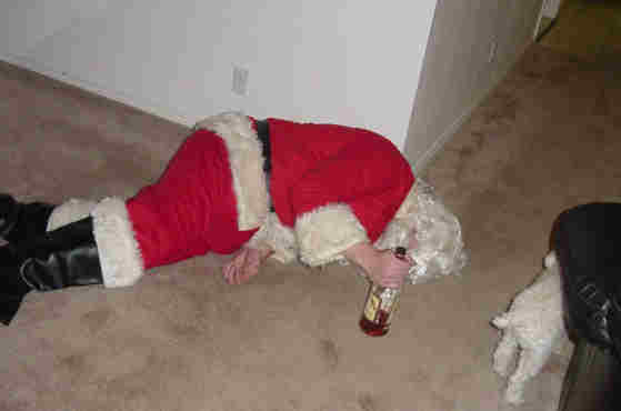 http://yourboogieman.files.wordpress.com/2009/11/drunk_santa.jpg